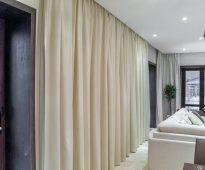 Comment puis-je cacher la corniche de plafond pour les rideaux