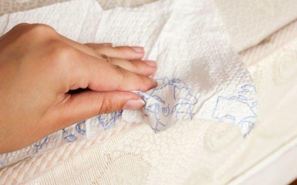 nettoyer le canapé des taches de graisse