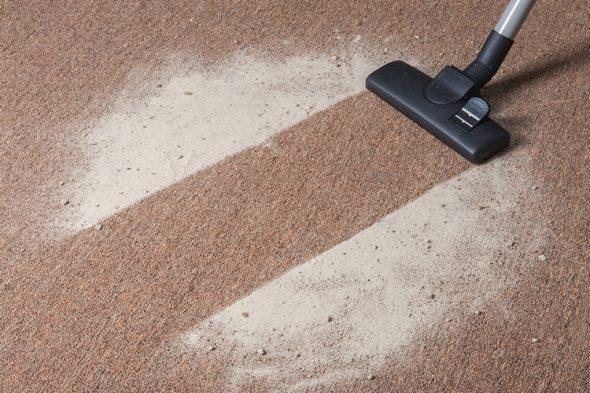 nettoyer le tapis avec du sel