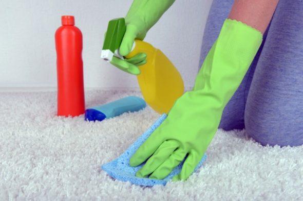 nettoyage des meubles gantés
