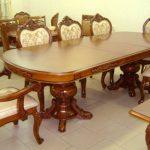 puiset tuolit olohuoneen pöytä