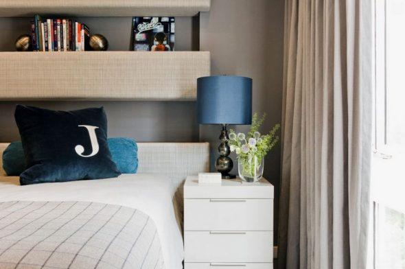 Foto van de planken in de slaapkamer