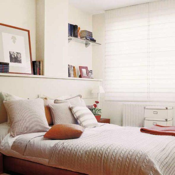 Tête de lit avec étagère
