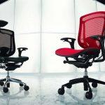 chaises rouges et noires