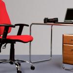 chaise d'ordinateur rouge