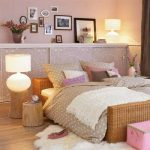 Étagères murales au-dessus du lit