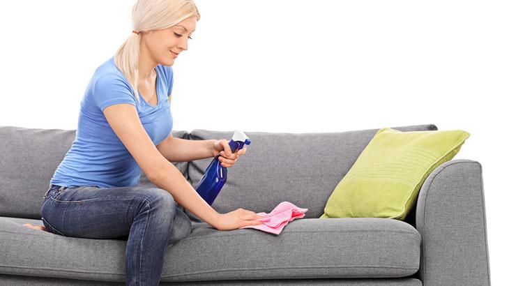 nettoyer la tache du rembourrage du canapé
