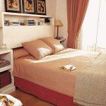 étagères au-dessus du lit commodité et style
