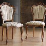puiset veistetyt tuolit