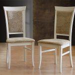valkoiset pehmeät puiset tuolit