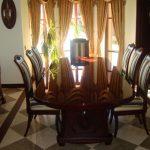 puiset pehmeät pöytätuolit