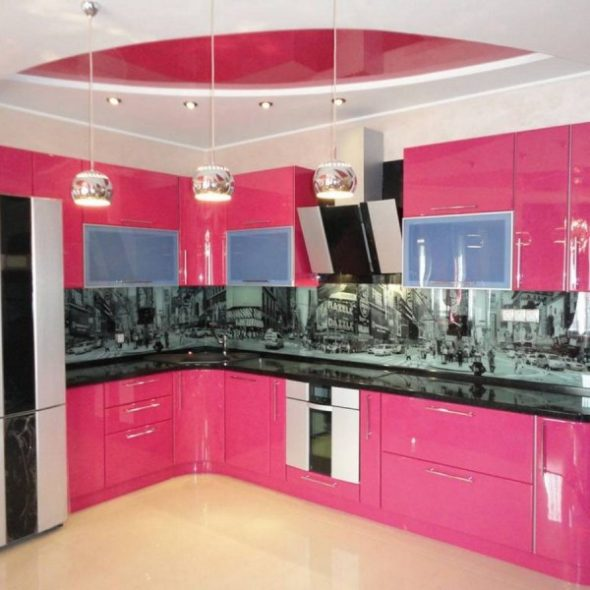 Set de cuisine de couleur rose vif