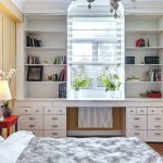 Garderobe rond het raam - moderne meubels