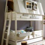 maison avec lits superposés