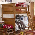 lit superposé dans le bois de la chambre