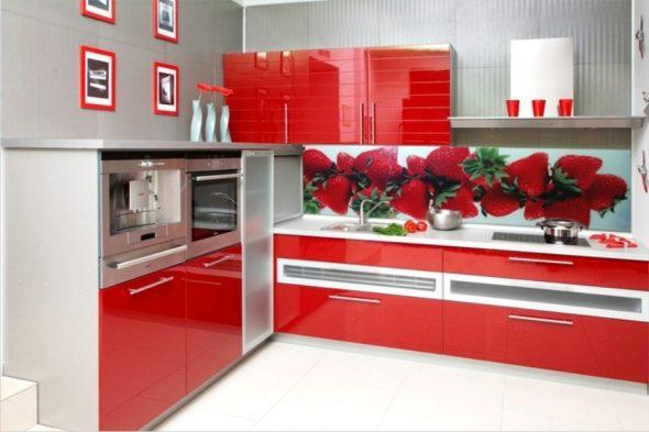 tablier de cuisine en verre pour une cuisine rouge