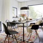 mobilier noir dans la conception de la salle à manger scandinave