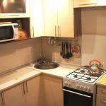 cuisine de 6 mètres carrés avec un ensemble