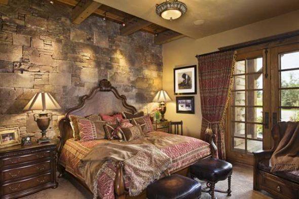 Het ontwerp van de kop van het bed met een steen creëert het gevoel van een koninklijk bed