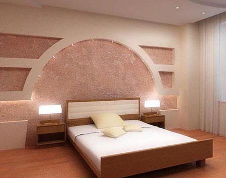 Wanddecoratie aan het hoofdeinde van het bed in de slaapnis nissen