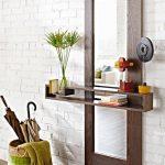 miroir rectangulaire sur le mur
