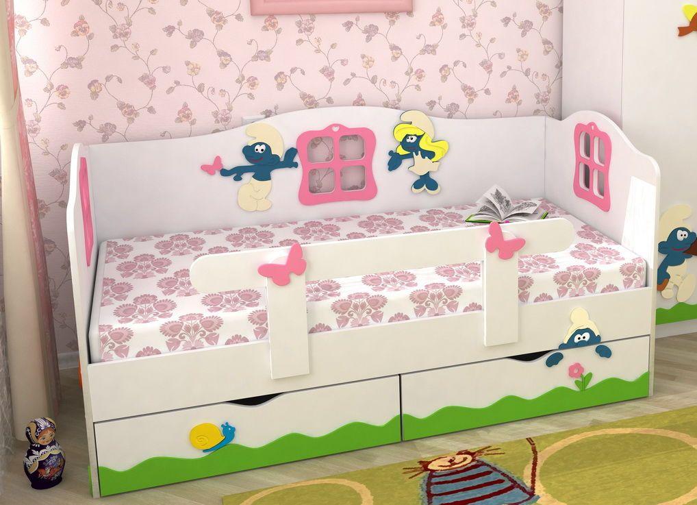 lits d'enfants avec des côtés
