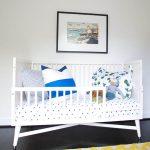 vauvan sänky, jossa sivut