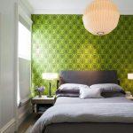 het ontwerp van de muur aan het hoofdeinde van het bed zal expressiviteit toevoegen aan het interieur van de slaapkamer