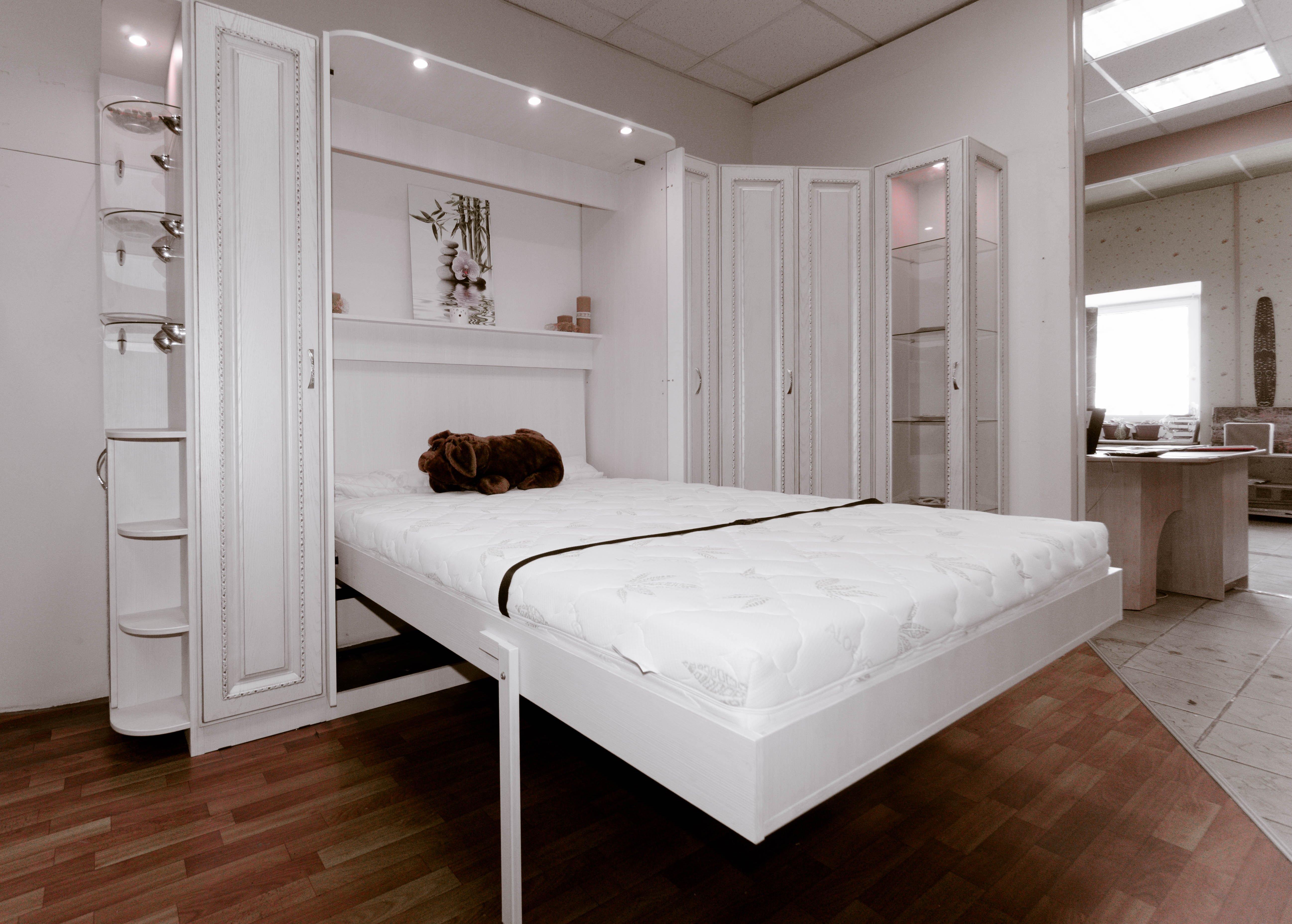 lit blanc d'ascenseur