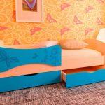 lit bébé avec côtés dauphin