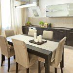 hauteur de la table de la cuisine à l'intérieur