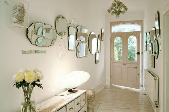 miroirs à l'intérieur du couloir