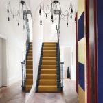 miroir le long des escaliers