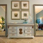 miroir dans la symétrie du couloir