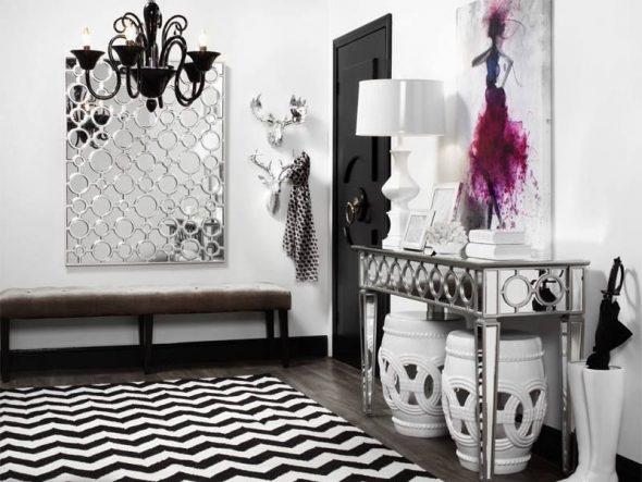 miroir et tabouret dans le couloir