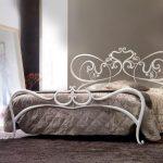 Les lits en fer forgé blancs ne sont pas seulement aérés