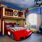 Chambre d'enfant dans le style du dessin animé Cars