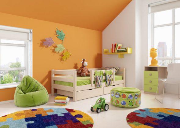 lit d'enfant à l'intérieur
