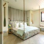 lit en bois intérieur