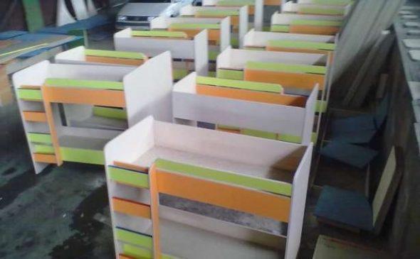 Lits escamotables et deux niveaux pour les jardins d'enfants