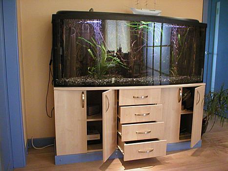 Stand pour un grand aquarium