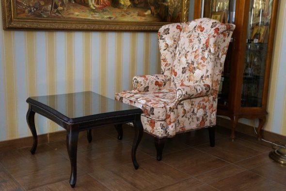 chaise anglaise avec table