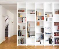 witte boekenplanken