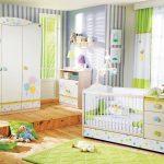 lit bébé est vert blanc