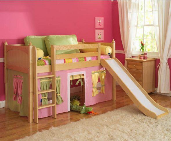 lit avec aire de jeux