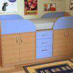 des meubles pour enfants sont fabriqués
