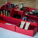 Commode pour cosmétiques rouge