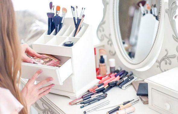 Commode pour cosmétiques photo