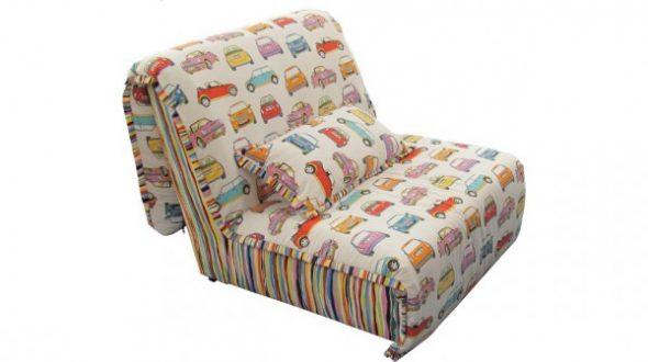 fauteuil lit accordéon sans accoudoirs dans la chambre d'enfant