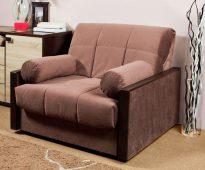 fauteuil-lit avec coussins